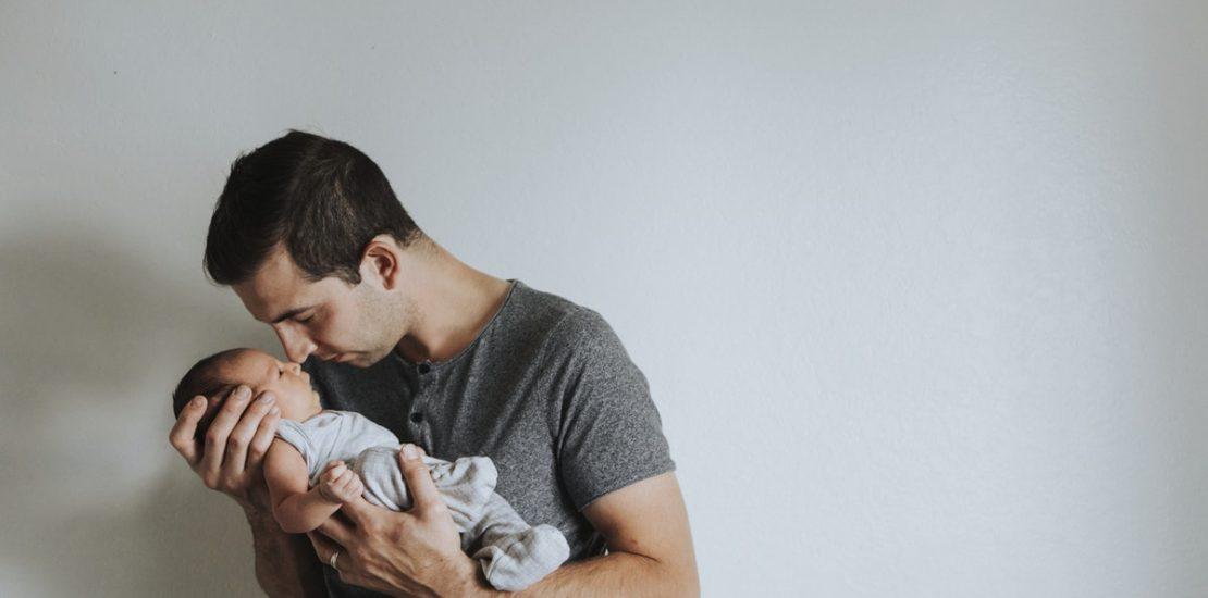 Permiso por nacimiento, compatible con el permiso de paternidad