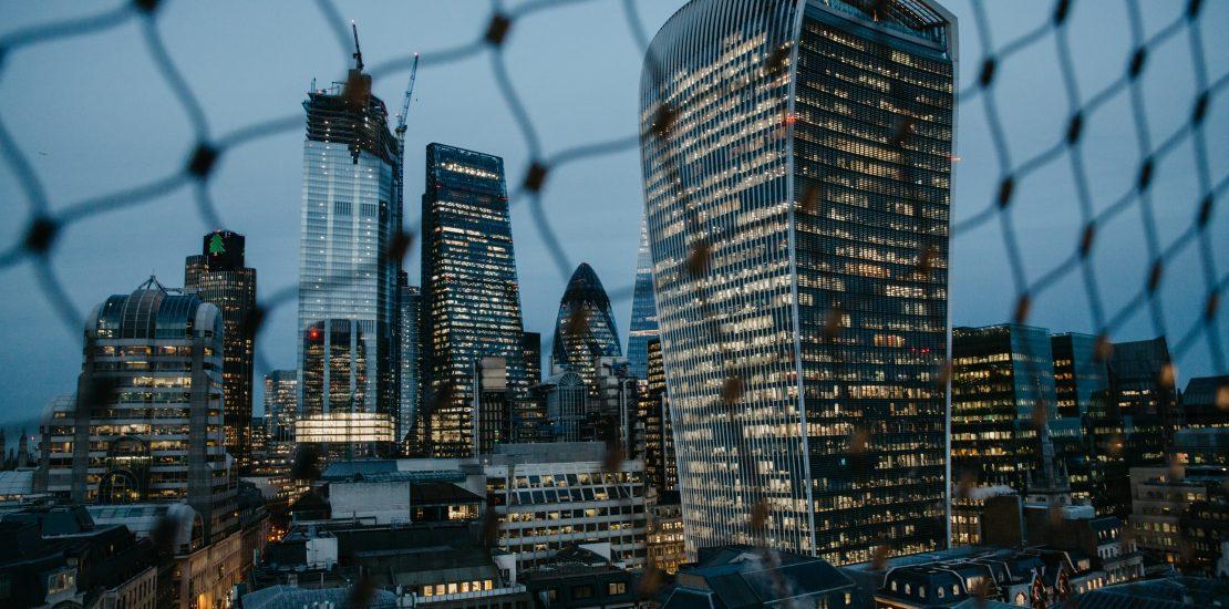 Devolución del IVA a empresarios o profesionales establecidos en Reino Unido y declaraciones aduaneras a presentar en los movimientos de mercancías entre ambos territorios